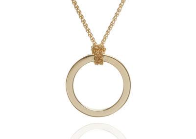 18ct yellow gold circle pendant