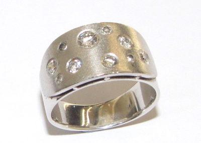 18ct white gold 10 stone diamond ring