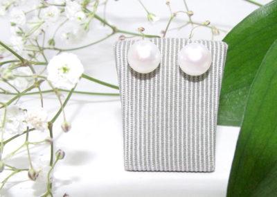 Jersey pearl stud earrings