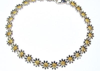 Silver / gold plated daisy bracelet