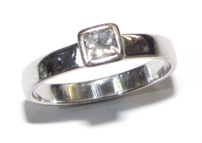 18ct white gold single stone diamond ring