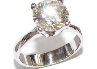 18ct white gold 3.0ct diamond ring