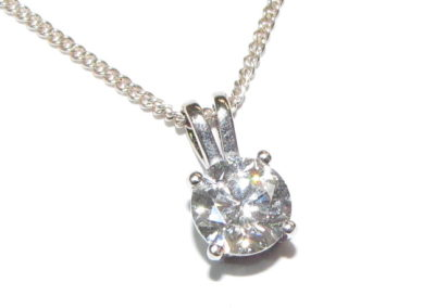 18ct white gold 1.0ct diamond pendant