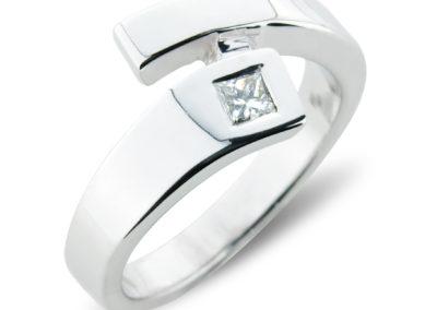 18ct white gold cross-over diamond ring