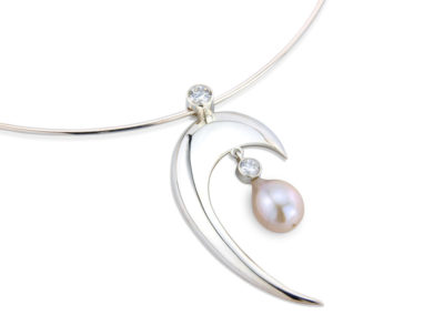 Silver collar with pearl and cubic zirconias